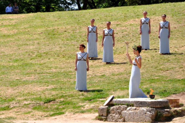 Olympia_archaeological_site_Olympic_flame